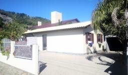 Casa de 3 dormitórios localizada próximo ao Centro de Garopaba - REF: 6746