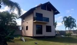 Casa de alto padrão a poucos metros da Lagoa de Ibiraquera - REF: 6673
