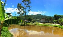 Linda Casa Térrea com 4 dormitórios e Lago - REF: 6655