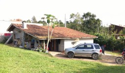 Casa com 3 dormitórios no centro da Praia do Rosa - REF: 6137