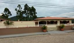 Casa com 4 dormitórios, 1 suíte e piscina em Paulo Lopes - REF: 6735